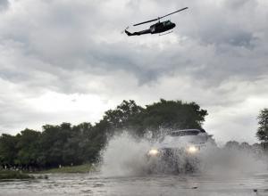 piloto-Carlos-Sainz-conduce-Volkswagen-Touareg-durante-Rally-Dakar-2011