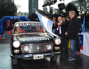 Juan María Traverso larga el primer auto en carrera de Pepe Migliore