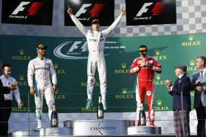 Mercedes AMG Petronas ganador en el Gran Premio de Australia 2016. Rosberg y Hamilton en el podio